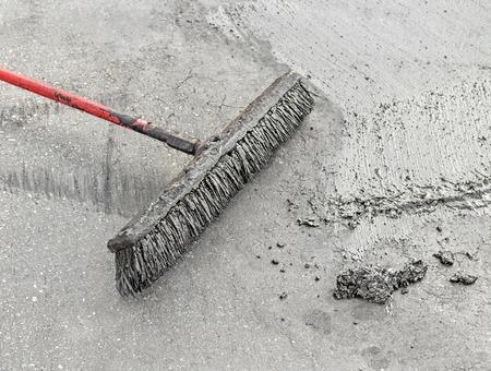 באילו חומרים נשתמש לצורך שיקום והגנה של משטחי בטון