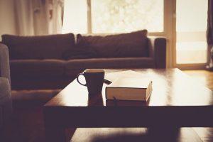 שולחן קפה בסלון